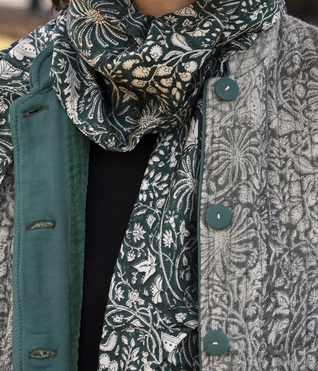 Giacca Guru in lana stampata a mano / Foulard triangolo in rayon stampato a mano