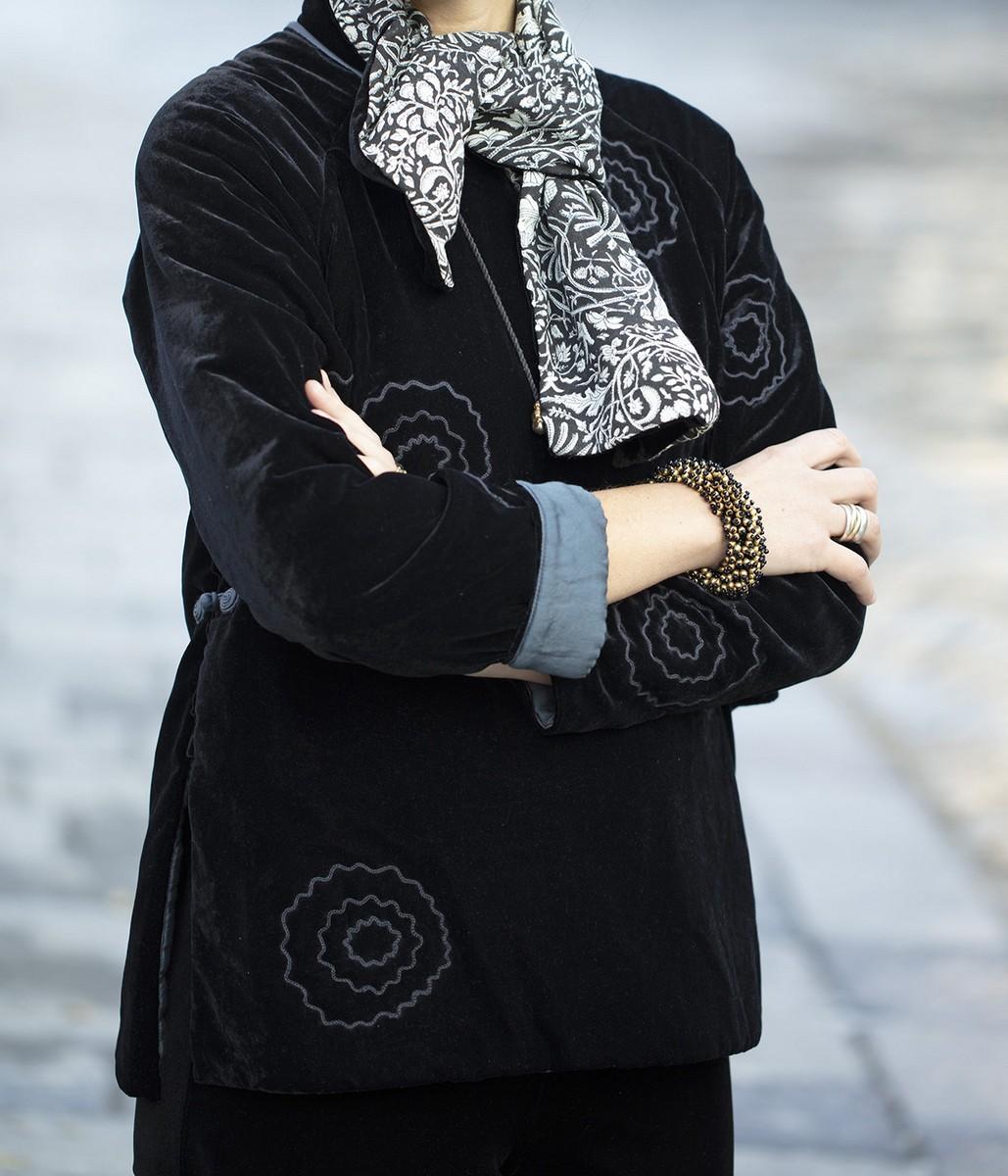 Pullover in velluto ricamato / sciarpa in velluto e seta stampata a mano